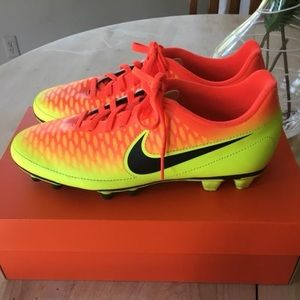 NIKE MAGISTA SOCCER CLEATS Men's 8.5